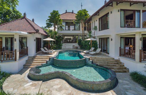 Villa Arza - The villa and pools