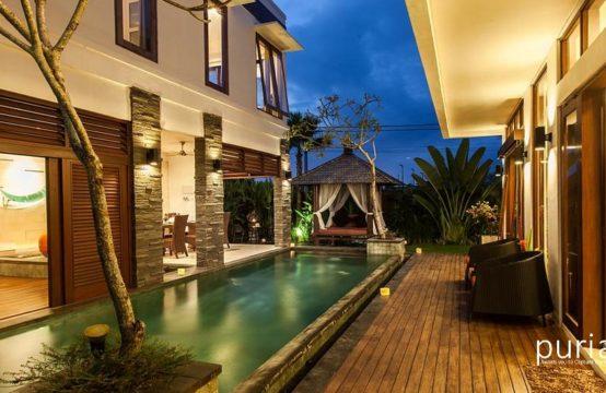 Villa Club 9 Residence - Swimming Pool At Night