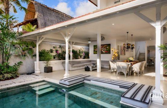 Villa Ozamiz - The villa and The Pool