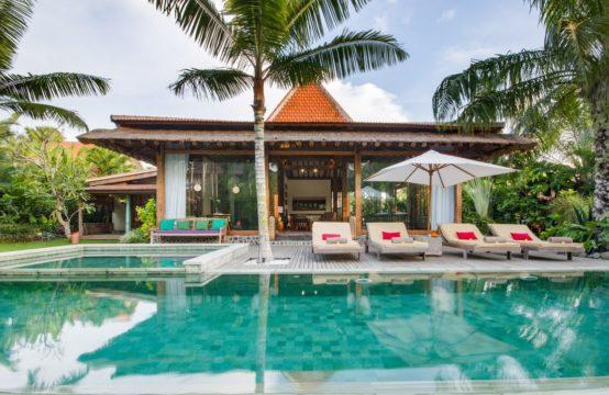Villa Desa Roro Dua - Swimming pool